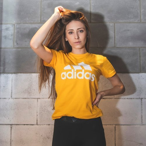 KOSZULKA DAMSKA ADIDAS MUST HAVES BADGE OF SPORT TEE ŻÓŁTA FT9684
